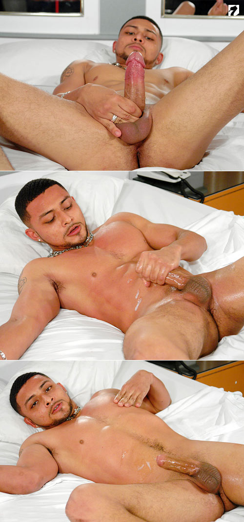 Santos at BiLatinMen.com