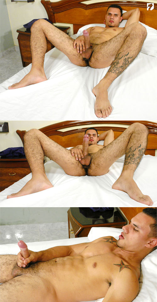 Uzziel at BiLatinMen.com