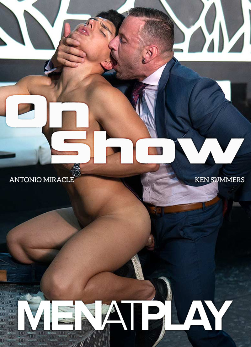 On Show (Antonio Miracle Fucks Ken Summers) on MenAtPlay