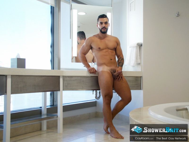 Wet Muscle Crave (Arad Winwin Fucks Casey Jacks) at Shower Bait